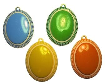 "4 x Vintage Plastic Oval Pendants with ""Stone"""