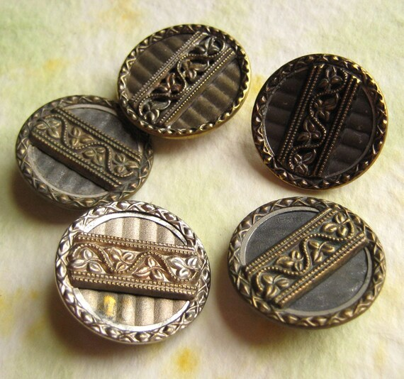 Metal Victorian Buttons - Vintage Leafy Band