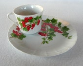 Groseiller Rouge from Mann 1975 Red Currents Cup and Plate China Set