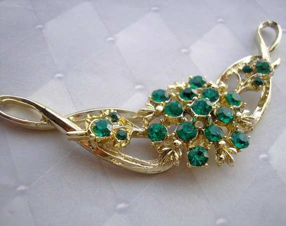 Stunning Rhinestone Centerpiece for Jewelry