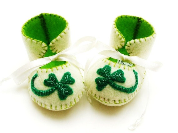 Baby Booties Soft Baby Shoes First Baby Booty Baby Slippers Shamrock Lucky. St patricks Day Baby. Irish Baby Gift