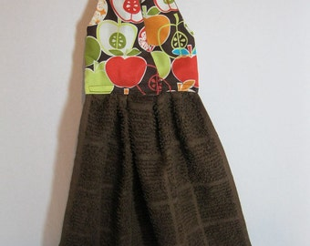Hanging Dish Towel Comtempary Apples