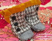 PDF Sewing Pattern With Photo Tutorial Ruffled Baby Boots 0-3 3-6 6-12