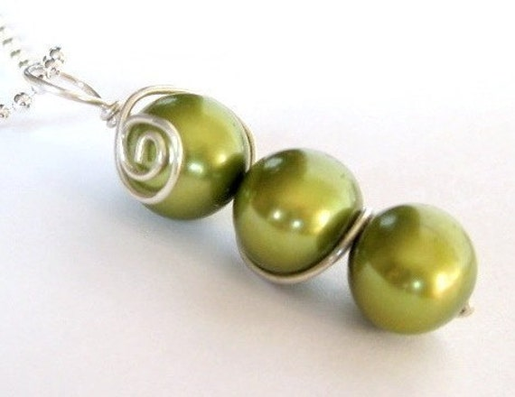 RETURN OF THE ORIGINAL SWEET PEA golden green freshwater pearl wire wrap pendant