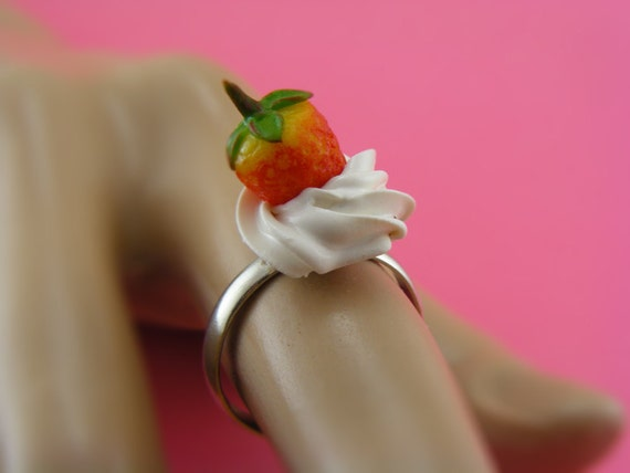 Strawberry with Whipped Cream Ring