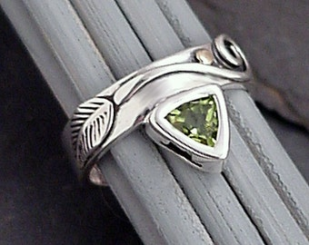 Peridot Sterling Silver Ring -  ENCHANTMENT -  Handfabricated Tendril and Leaf Design