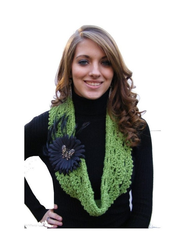 Crochet Scarf Pattern - Infinity Scarf Pattern Crochet Cowl with Tutorial on Vintage Inspired Black Daisy Clip or Pin PDF No. 47