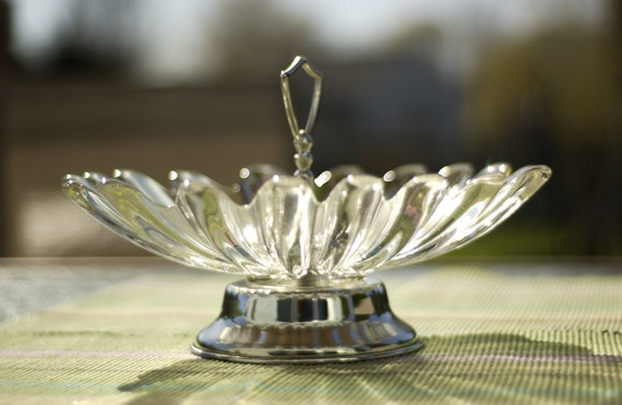 scalloped edge glass serving dish with handle