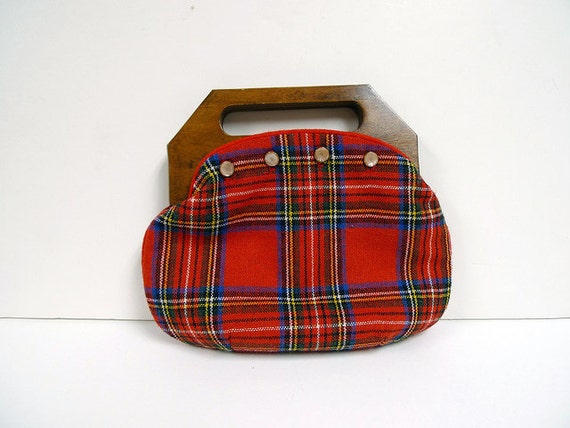 HOLIDAY STROLL . 1970 vintage plaid  wooden handle handbag