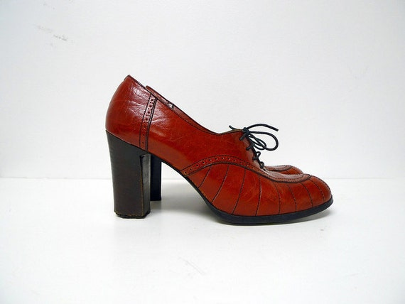 vintage ON ACCOUNTANT of YOU red leather lace up . brogue . heels . size 7.5