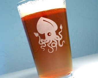 Squid etched pint glass - giant squid - tentacle beer glasses
