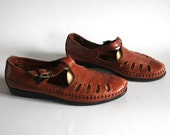 size 6/6.5 hazelnut leather cut out granny t straps. 80s Dexter made in the USA