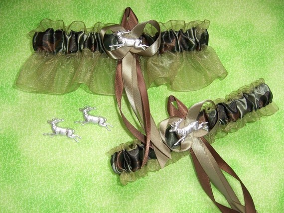Deer Camouflage Wedding Garter Set on Moss w FREE GIFT
