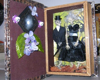 aLtErEd ArT GaRdEn of gOOd and EviL SkElEtOnS BooK ShElF DecOr OoAk SkuLLs