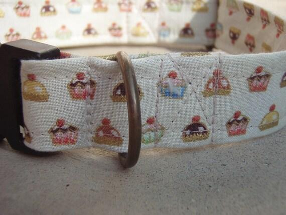 Cutie Cupcake - - Retro Fabric Cupcake Organic Cotton Dog Collar SIZE MEDIUM - - All Antique Brass Hardware