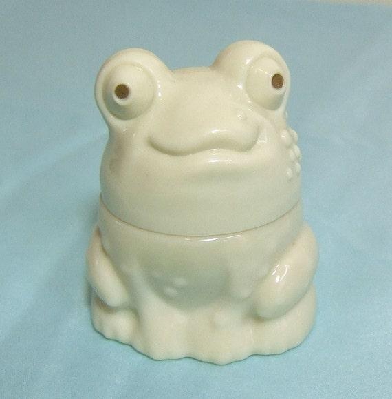 Salt Lamps Inverness : Vintage Avon Moonwind Cream Sachet Glass Frog Jar bottle