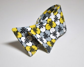 Men's Bow Tie Yellow and Gray Blossoms Freestyle Bowtie
