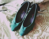 vintage 1980's stylish green leather shoes with bow
