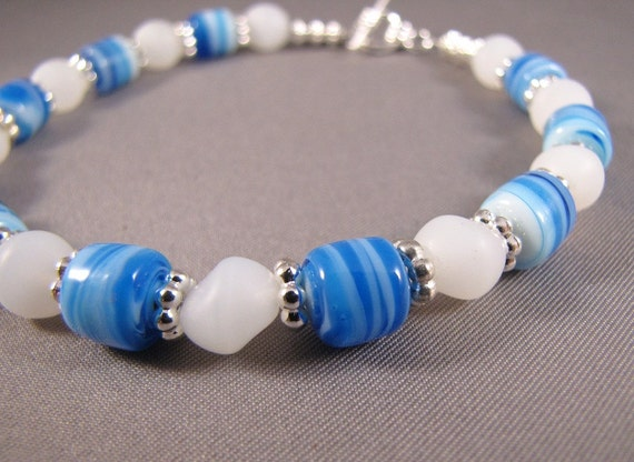 Blue Swirl and White Frosted Glass Bead Bracelet