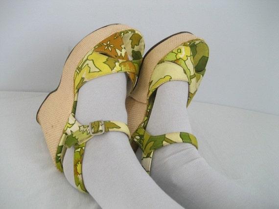SALE// 1970s Wild Nature platform wedge peep toe heels shoes 8