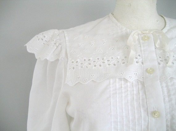 vintage Eggshell white eyelet bow pinafore blouse -s/m
