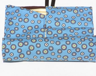 double pointed knitting needle case - organizer blue with chocolate and green circles - holds 14 sizes - sizes 1-15