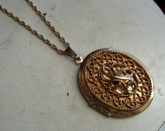 FREE SHIPPING Vintage Sarah Coventry Gold Tone Locket Necklace