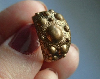 FREE SHIPPING Vintage Brasstone Bumpy Band Industrial Metal Ring Size 7