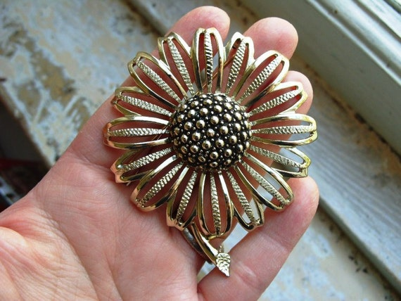 FREE SHIPPING Vintage Brooch Goldtone Flower Signed Sarah Coventry