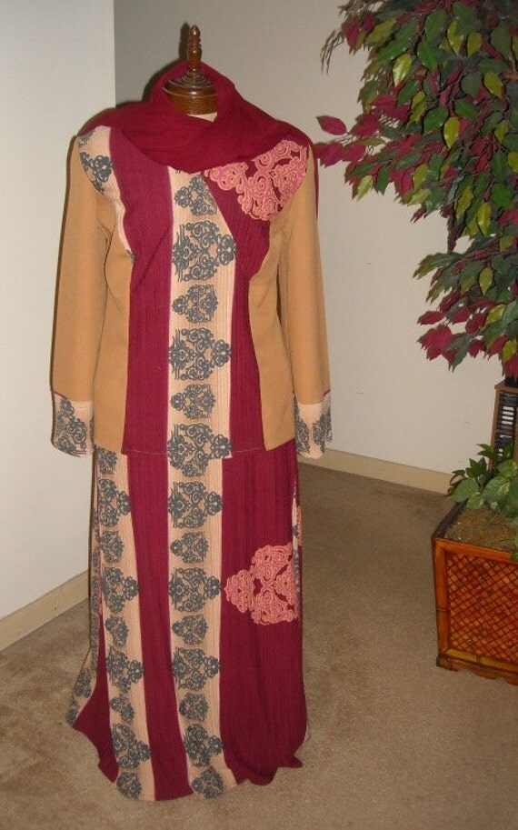 SKIRT SET w/Scarf - Paisley Burgundy & Gold - (Large to XL ) - Regular 55.00