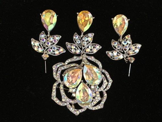 Reserved emmy1628  - Ambrosia Vintage  Champagne/ Canary brooch