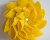 Felt Flower Pin (Yellow)