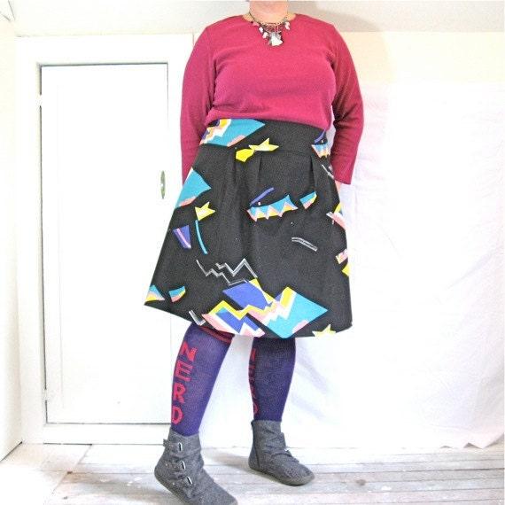 Flatterer Skirt - plus sized - vintage 80s cotton print fabric - 47W-56H