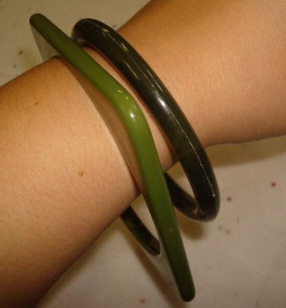 Pair of Vintage Green Plastic Bangle Bracelets Lot 80
