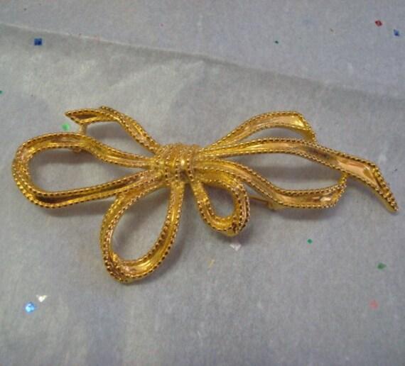 Lovely Gold Tone Vintage Trifari Bow Ribbon Brooch