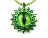 Green Eye Pendant, Beaded Jewellery, Halloween, Alien Eyeball: Jurassic