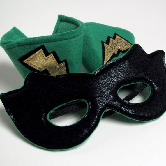Super Hero Mask and Cuff Set - Green, Gold and Black (WOW031912-1R)
