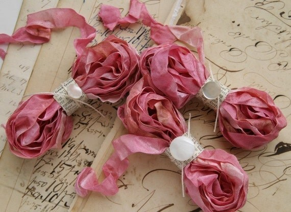 ROUGE Cabbage Roses Ribbon