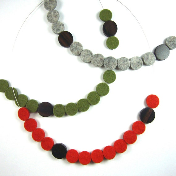 red dots necklace