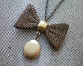 Not Forgotten.... vintage locket necklace