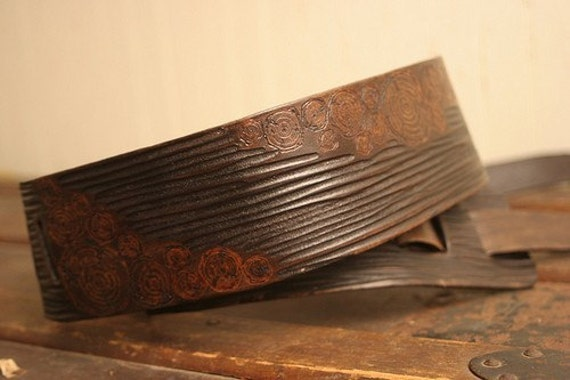 Faux Bois Guitar Strap - Leather in Chocolate Brown