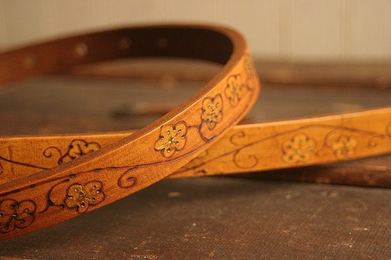 Leather Mandolin Strap - White and Tan - Ginger Pattern with flowers