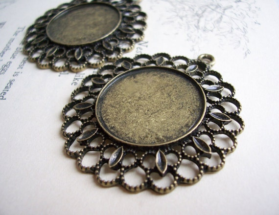 Filigree Brass Round Cameo settings - circle - 2 pieces