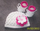 Crochet Baby Girl Hat White with flower and Booties newborn 0-3 months