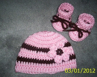 Baby Girl Crochet Hat and Booties set Pink and Brown beanie 0 - 3 months