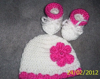 Crochet Baby Girl  Hat Beanie  and Booties, Newborn 0-3 months White pink flower