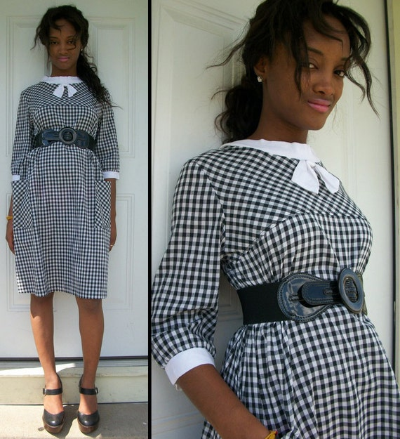 SWEETEST Vintage 60s Black and White Gingham Cotton Sack Bow Front Dress w Big Pockets Sz S M L