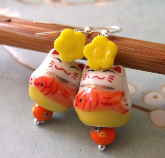 Earrings Maneki Neko Japanese Lucky Cats and Daisies Sterling Silver, Porcelain and Vintage Glass