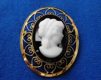Vintage Cameo Brooch, Catamore, Signed, 12K Yellow Gold Filled, ca 1960 LK-44