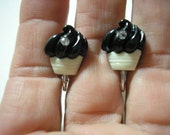 Play Earring - Clip - Resin Cupcake w/Bling - Black/White - 1/2""